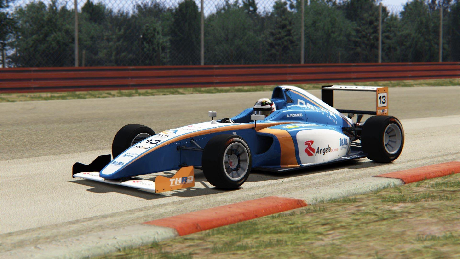 Andrea Romeo a bordo della sua F4